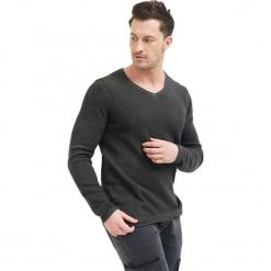 Sweter w kolorze antracytowym. Niebieskie swetry klasyczne męskie marki GALVANNI, l, z okrągłym kołnierzem. W wyprzedaży za 129,95 zł.