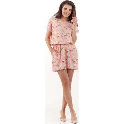 Sukienki: Różowa Wzorzysta Letnia Marszczona w Pasie Sukienka