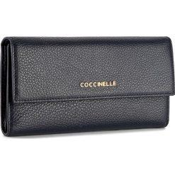 Duży Portfel Damski COCCINELLE - BW5 Metallic Soft E2 BW5 11 46 01 Bleu 011. Czarne portfele damskie marki Coccinelle. W wyprzedaży za 419,00 zł.