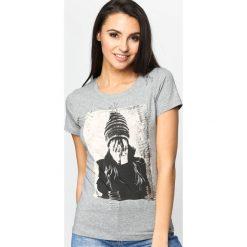Szary T-shirt Agrapha. Szare t-shirty damskie Born2be, l, z aplikacjami, z okrągłym kołnierzem. Za 49,99 zł.
