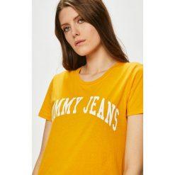 Tommy Jeans - Top. Pomarańczowe topy damskie Tommy Jeans, l, z nadrukiem, z bawełny, z okrągłym kołnierzem. W wyprzedaży za 99,90 zł.