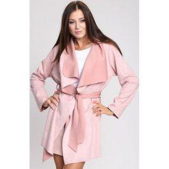 Różowy Płaszcz Recall It. Czerwone płaszcze damskie zimowe marki Cropp, l. Za 74,99 zł.