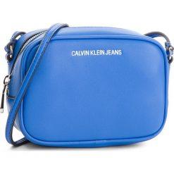 Torebka CALVIN KLEIN JEANS - Sculpted Camera Bag K40K400649  455. Niebieskie listonoszki damskie marki Calvin Klein Jeans, z jeansu, bez dodatków. Za 399,00 zł.