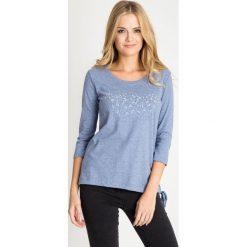 Bluzki damskie: Melanżowa niebieska bluzka z wiązaniem u dołu QUIOSQUE