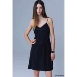 Sukienka SLIP DRESS. Czarne sukienki hiszpanki Pakamera, w koronkowe wzory, z bawełny, na ramiączkach, midi. Za 350,00 zł.