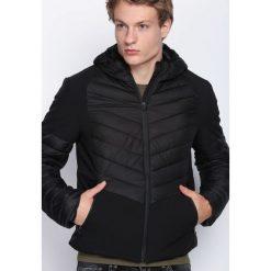 Czarna Kurtka Little Closer. Czarne kurtki męskie pikowane marki Born2be, m, z kapturem. Za 139,99 zł.