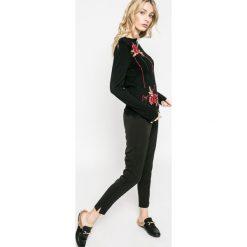 Swetry klasyczne damskie: Desigual – Sweter