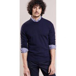 Johnstons Cashmere Sweter navy. Niebieskie swetry klasyczne męskie Johnstons Cashmere, l, z kaszmiru. W wyprzedaży za 1028,30 zł.
