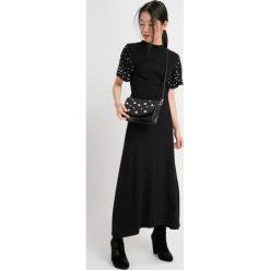 Długie sukienki: Sukienka maxi z perełkami