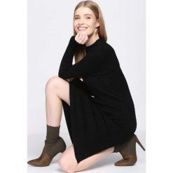 Czarna Sukienka Scarcity. Czarne sukienki dzianinowe Born2be, l, oversize. Za 79,99 zł.
