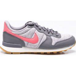 Nike Sportswear - Buty Internationalist. Szare buty sportowe damskie Nike Sportswear, z materiału. W wyprzedaży za 299,90 zł.