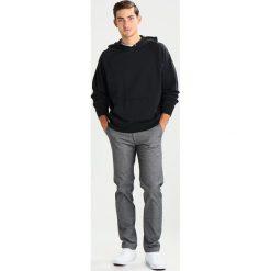 Hope CHAMP Bluza z kapturem faded black. Czarne bluzy męskie rozpinane Hope, m, z bawełny, z kapturem. W wyprzedaży za 431,40 zł.