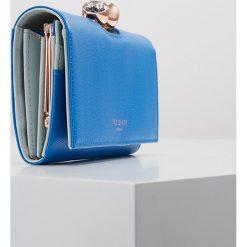 Ted Baker MUSCOVY TWISTED BOBBLE TEXTURE MATINEE Portfel blue. Niebieskie portfele damskie marki Ted Baker. Za 459,00 zł.