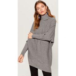 Długi sweter z golfem - Szary. Szare golfy damskie marki Top Secret, z dzianiny. Za 129,99 zł.
