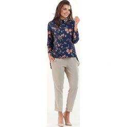 Granatowa Koszulowa Bluzka w Drobne Kwiatki. Niebieskie bluzki asymetryczne Molly.pl, l, w kwiaty, z asymetrycznym kołnierzem, z długim rękawem. Za 129,90 zł.