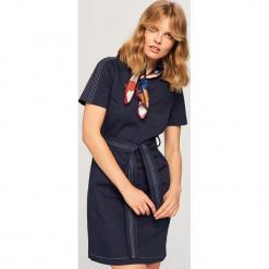 Sukienka z kołnierzykiem - Granatowy. Niebieskie sukienki z falbanami marki Reserved. Za 139,99 zł.