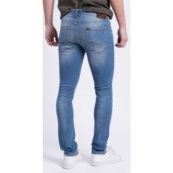 Lee - Jeansy Luke Pacific. Niebieskie jeansy męskie slim Lee, z aplikacjami, z bawełny. W wyprzedaży za 239,90 zł.