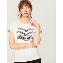 T-shirt z nadrukiem - Jasny szar. Szare t-shirty damskie marki Reserved, l, z nadrukiem. Za 29,99 zł.
