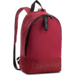 Plecak CALVIN KLEIN - Shadow Round Backpac K50K503905 628. Czerwone plecaki damskie marki Calvin Klein, z materiału. Za 449,00 zł.