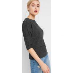 Sweter z guzikami na ramionach. Szare swetry klasyczne damskie marki Orsay, xs, z dzianiny. Za 69,99 zł.