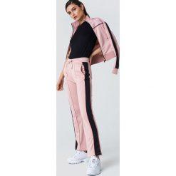 NA-KD Spodnie sportowe z rozcięciem - Pink. Niebieskie spodnie sportowe damskie marki NA-KD, z satyny. Za 161,95 zł.