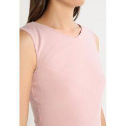 LK Bennett DR LENNY Sukienka letnia rose. Czerwone sukienki letnie LK Bennett, z elastanu. W wyprzedaży za 785,85 zł.