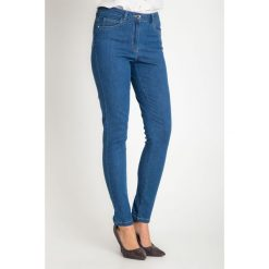 Niebieskie spodnie jeansy z regularnym stanem QUIOSQUE. Niebieskie boyfriendy damskie QUIOSQUE, w paski, z denimu. W wyprzedaży za 79,99 zł.