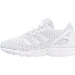 Adidas Originals ZX FLUX  Tenisówki i Trampki white. Białe trampki chłopięce marki adidas Originals, z materiału. W wyprzedaży za 153,45 zł.