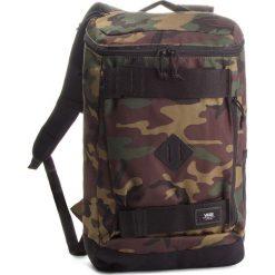 Plecak VANS - Hooks Skatepack VN0A3HM297I Classic Camo. Zielone plecaki damskie Vans, w paski, z materiału. W wyprzedaży za 169,00 zł.
