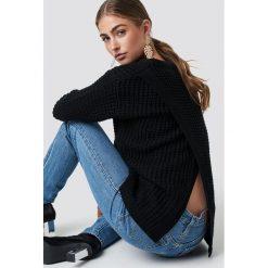 Rut&Circle Sweter Samira Otwórz Wróć Knit - Black. Zielone swetry klasyczne damskie marki Rut&Circle, z dzianiny, z okrągłym kołnierzem. Za 121,95 zł.