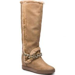 Kozaki GUESS - FLFSH4 ESU11  BISQU. Brązowe buty zimowe damskie Guess, z materiału, przed kolano, na wysokim obcasie. Za 739,00 zł.