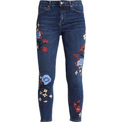 Topshop FLORAL PAINT JAMIE Jeans Skinny Fit middenim. Niebieskie rurki damskie Topshop. W wyprzedaży za 159,50 zł.
