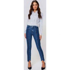 NA-KD Jeansy z panelami - Blue. Niebieskie proste jeansy damskie marki NA-KD, w paski, z bawełny. W wyprzedaży za 80,98 zł.