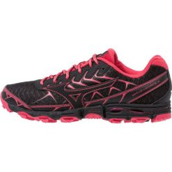 Mizuno WAVE HAYATE 4 Obuwie do biegania Szlak black/teaberry. Czerwone buty do biegania damskie marki Mizuno. Za 549,00 zł.