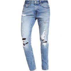 Abercrombie & Fitch Jeansy Slim Fit light destroyed. Niebieskie jeansy męskie relaxed fit Abercrombie & Fitch. W wyprzedaży za 327,20 zł.