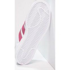 Adidas Originals SUPERSTAR Tenisówki i Trampki footwear white/red. Białe trampki chłopięce marki adidas Originals, z materiału. W wyprzedaży za 195,30 zł.