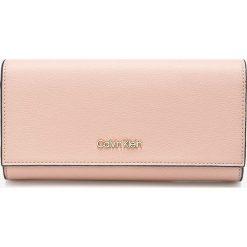 Calvin Klein - Portfel. Różowe portfele damskie Calvin Klein, z materiału. W wyprzedaży za 259,90 zł.