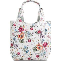 Torebka CREOLE - RBI117 Kwiatowy. Białe torebki klasyczne damskie Creole, ze skóry. W wyprzedaży za 209,00 zł.