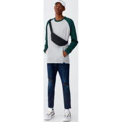 Jeansy carrot fit z suwakami. Czarne jeansy męskie relaxed fit marki Pull&Bear, m. Za 139,00 zł.
