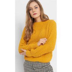 Sweter z widocznym splotem. Żółte swetry klasyczne damskie Orsay, s, z dzianiny. Za 99,99 zł.