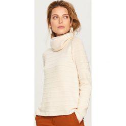 Sweter z golfem - Kremowy. Białe golfy damskie marki Reserved, l, z dzianiny. Za 79,99 zł.