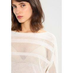 Swetry klasyczne damskie: AllSaints SPRINGS SLASH NECK Sweter chalk white