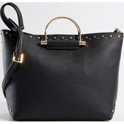 Torebka City Bag z metalowymi uchwytami - Czarny. Czarne torebki klasyczne damskie Mohito. Za 139,99 zł.