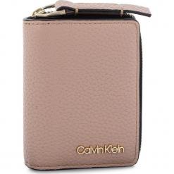 Mały Portfel Damski CALVIN KLEIN - Ck Base Small Wallet K60K604610 007. Czerwone portfele damskie Calvin Klein, ze skóry ekologicznej. Za 229,00 zł.