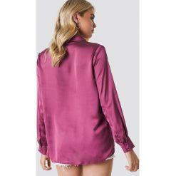 NA-KD Satynowa koszula z długim rękawem - Purple. Fioletowe koszule damskie NA-KD, z poliesteru, z długim rękawem. Za 133,95 zł.