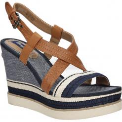 Sandały na koturnie Wrangler Kelly Cross WL171664. Brązowe sandały damskie Wrangler, na koturnie. Za 208,99 zł.
