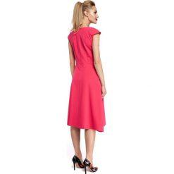 CINDERELLA Sukienka z kontrafałdą w spódnicy - różowa. Czerwone sukienki balowe Moe, z klasycznym kołnierzykiem, midi, dopasowane. Za 159,90 zł.