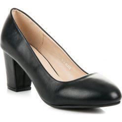 CZÓŁENKA NA SŁUPKU. Czarne buty ślubne damskie Merg, na słupku. Za 75,90 zł.