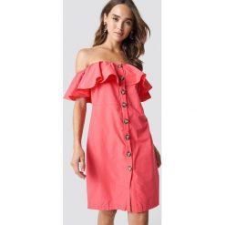 Trendyol Sukienka z odkrytymi ramionami - Pink. Szare sukienki z falbanami marki Trendyol, na co dzień, z elastanu, casualowe, midi, dopasowane. Za 121,95 zł.