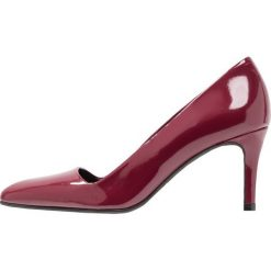Paco Gil CLAIRE Czółenka granada. Czerwone buty ślubne damskie Paco Gil, z materiału. Za 629,00 zł.